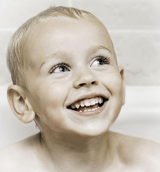 фотография улыбающегося малыша