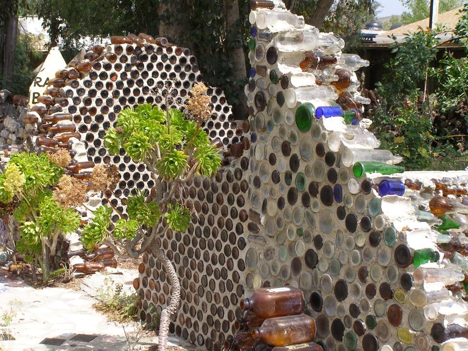 Деревня из бутылок, которую построила бабушка Присбри