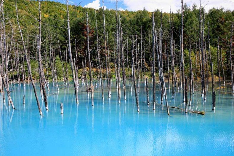 Голубое озеро острова Хоккайдо
