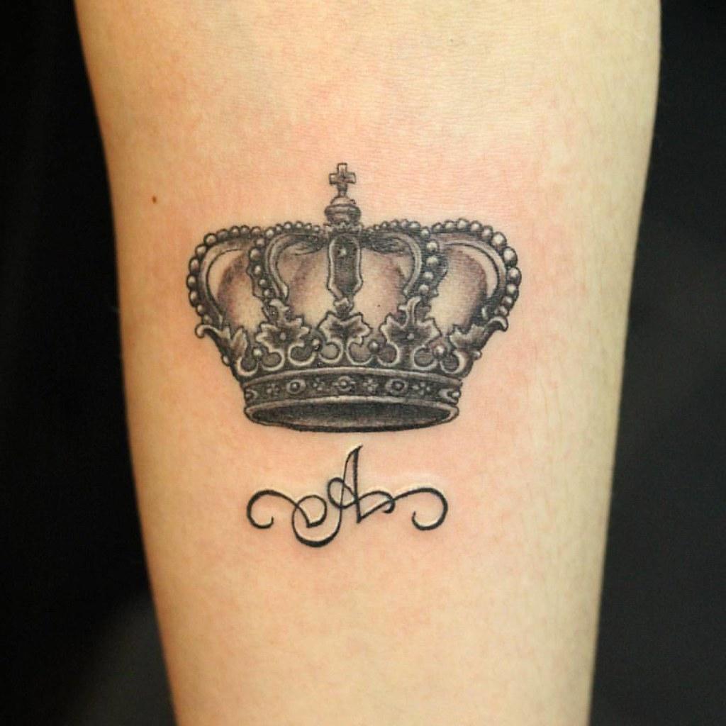 Корона с буквой имени