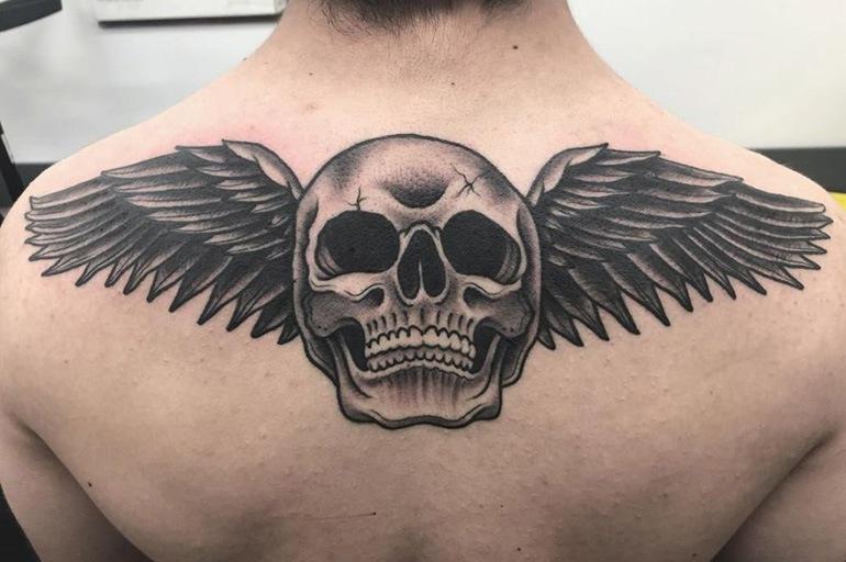 Крылатый череп