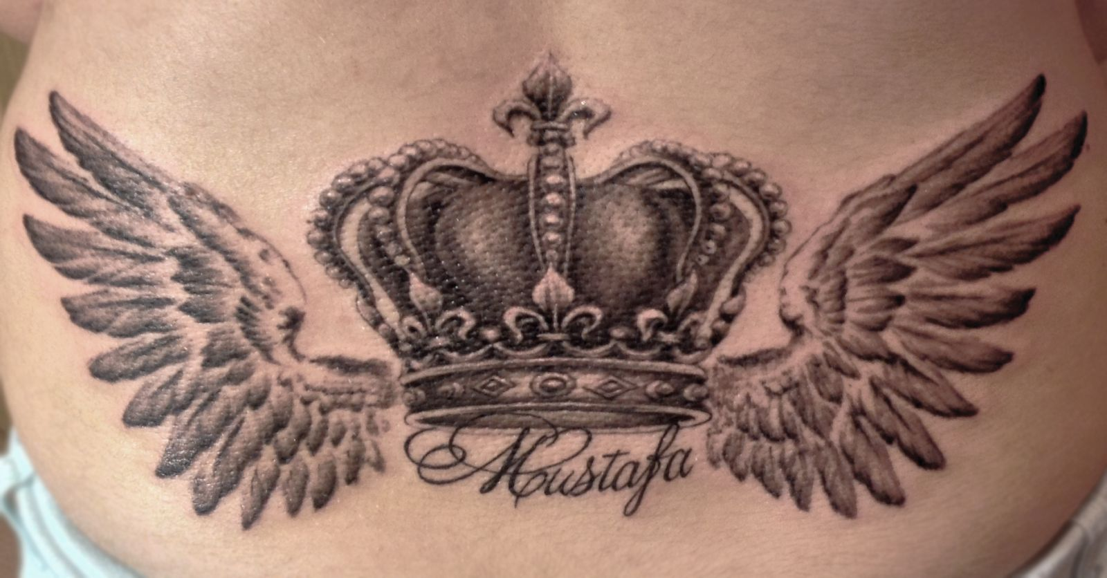 Тату короны с крыльями