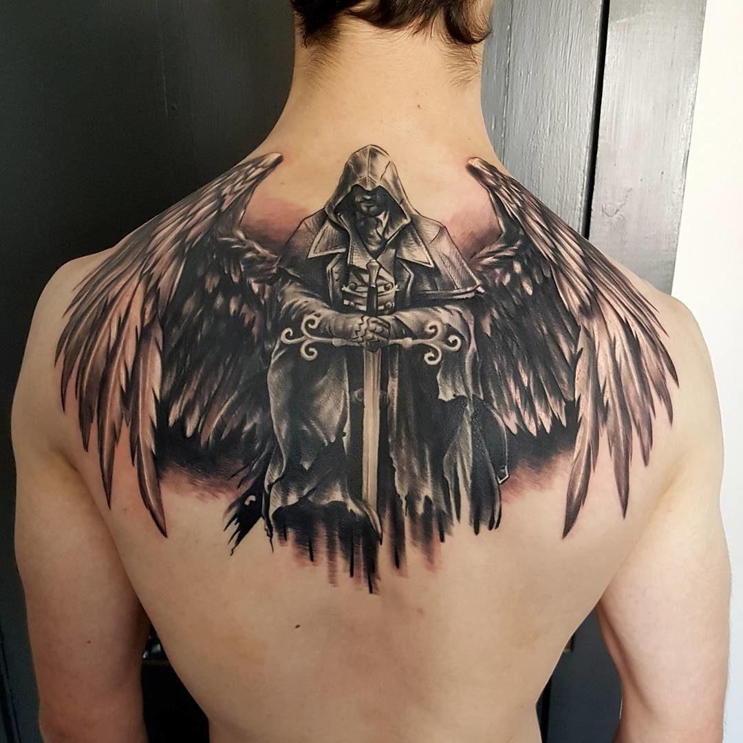 Тату ангела-хранителя на спине