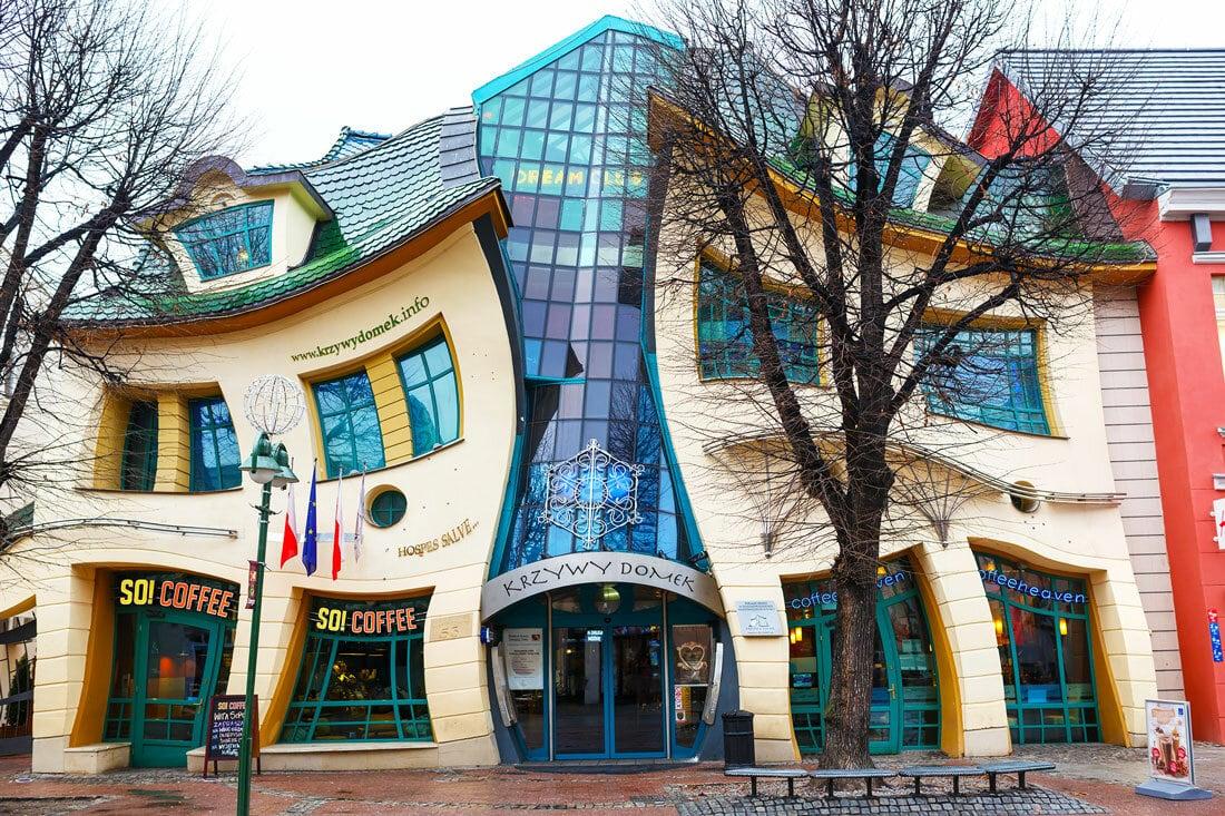 Горбатый дом (The Crooked House). Сопот, Польша