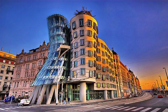 Танцующее здание. Прага, Чехия