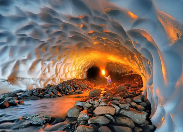 «Иллюминация в снежном тоннеле», фото: Михаил Зеленский