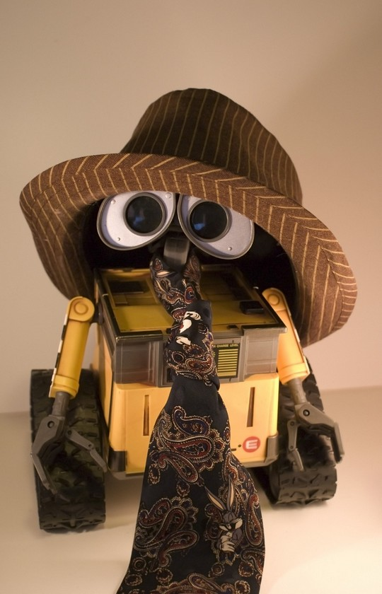 Wall-e в шляпе и галстуке