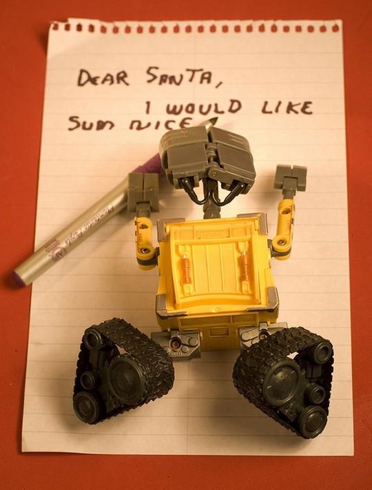 Валли пишет письмо Санте