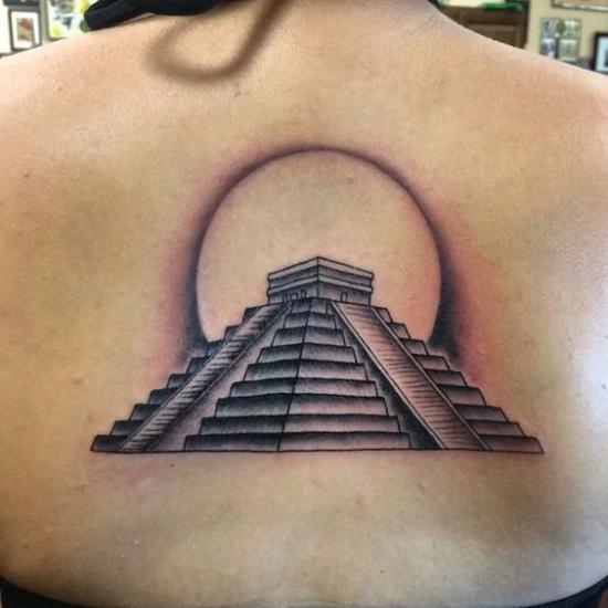 тату пирамиды на спине