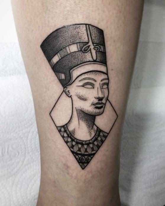 графическая тату на руке