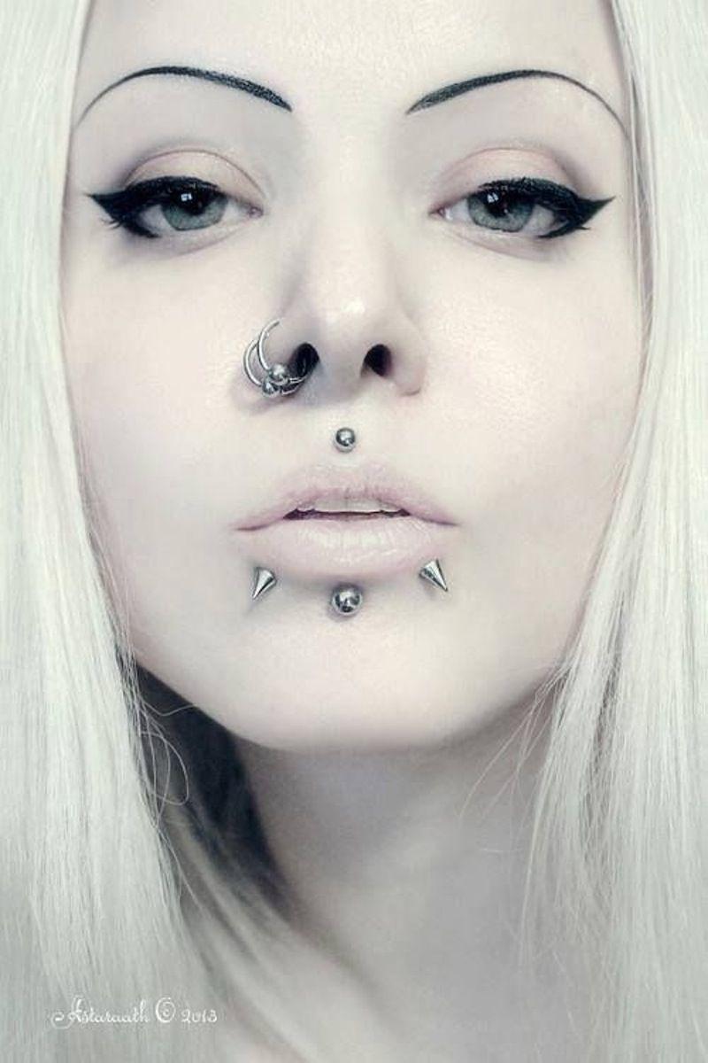 пирсинг на лице у девушки