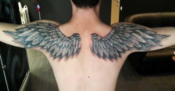 Тату крылья на спине у девушек красивые
