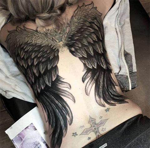 Тату крылья на всей спине у девушек