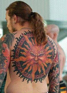 тату солнце на спине: значение для мужчин