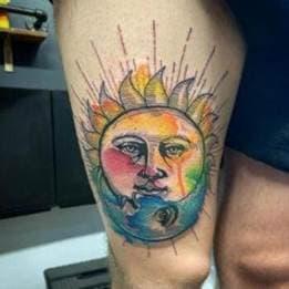 тату солнце в стиле акварель