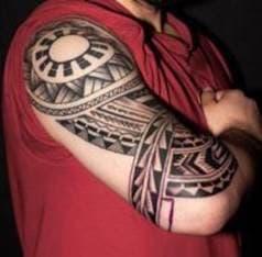 тату солнце в стиле полинезия на руке