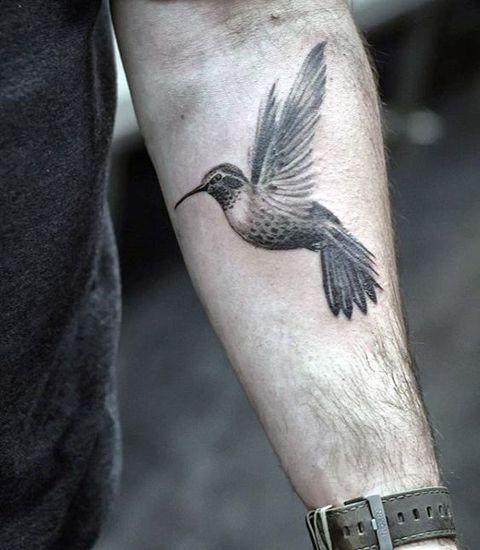 Колибри у мужчины