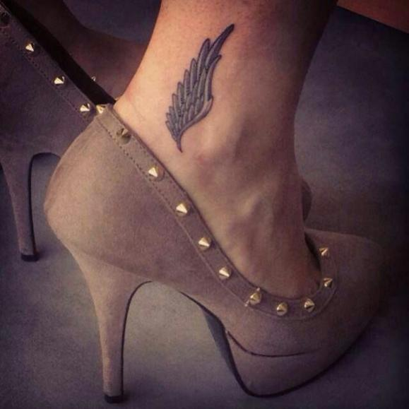 Крылья на ноге