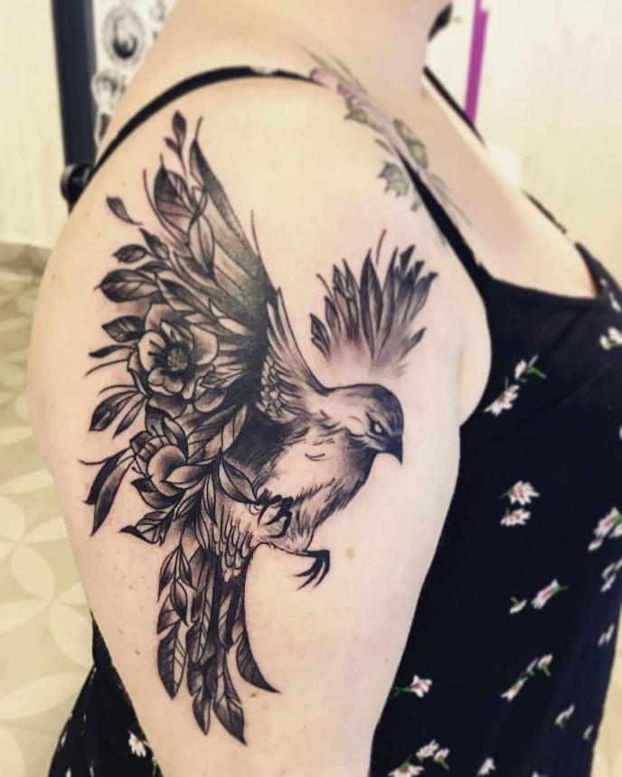 Необычная птица тату