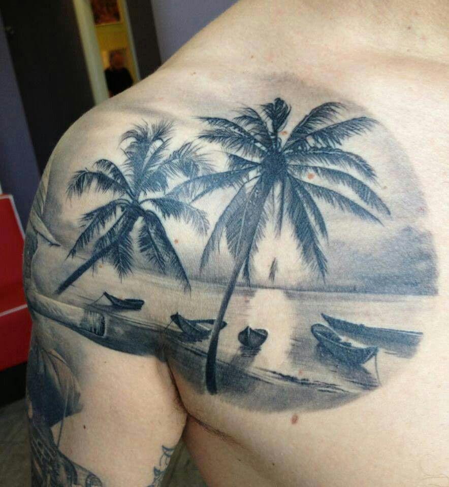 Татуировка на плече и груди