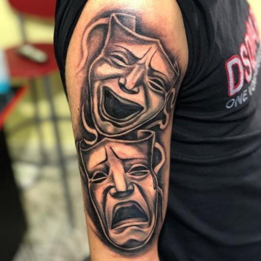 Черно-белый рисунок маски