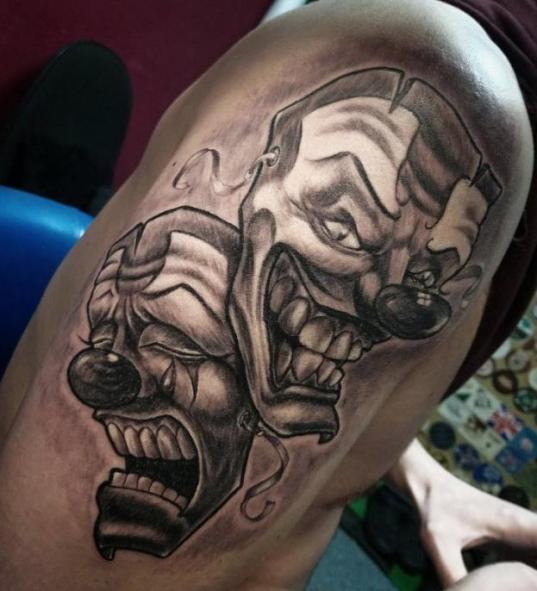 Злой и добрый клоуны