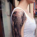 татуировка слон реализм блэкворк на плечо