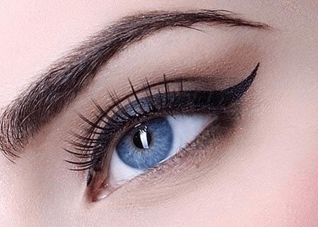 Утолщение стрелки к внутреннему углу глаза.
