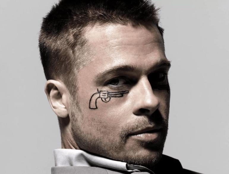 Мужская татуировка под глазом