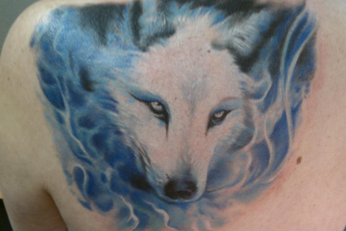 Татуировка белый волк