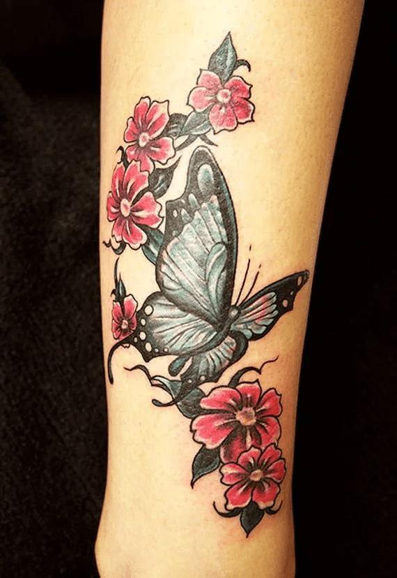 Бабочка на ноге тату