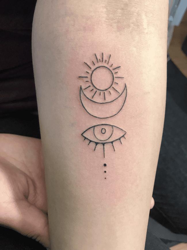 Тату луна и глаз