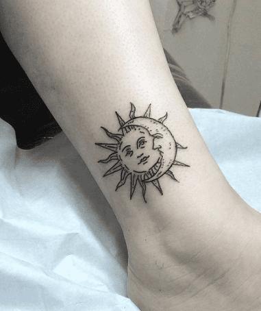 Тату полумесяц и солнце