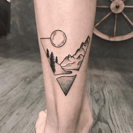Тату луна и горы