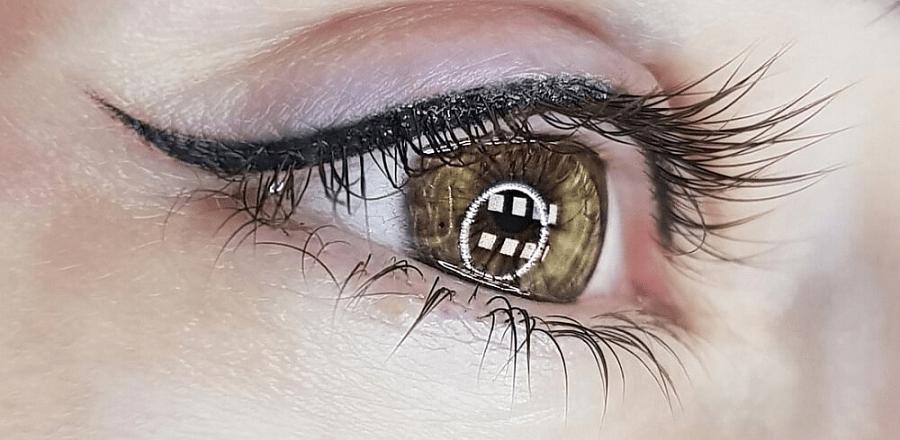 Татуаж стрелки на глазах