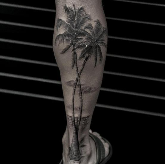 Тату пальма на икрах