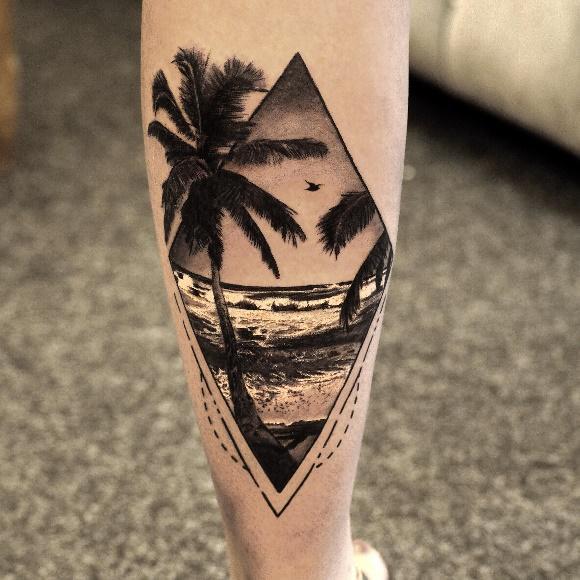 Иллюстрация минимализма в тату с пальмой