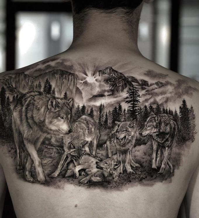 Стая волков на спине