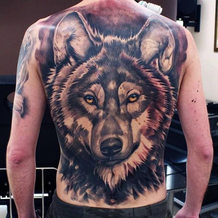 Тату волка на спине