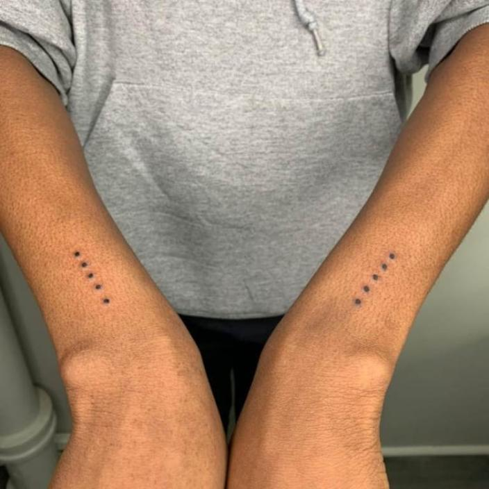 Значение татуировки «один в четырех стенах» вне зоны