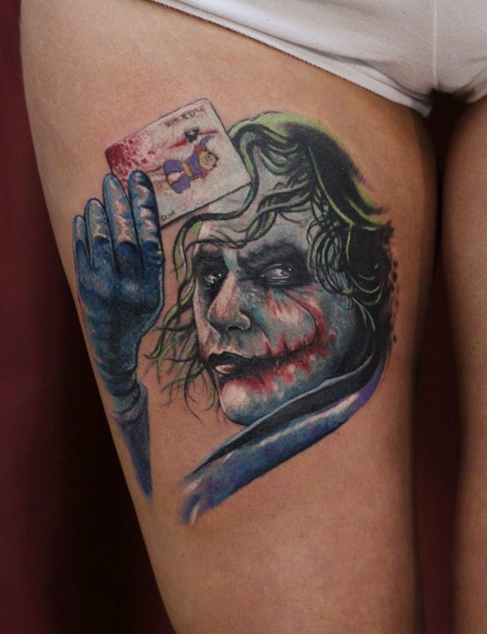 Джокер на женской ноге
